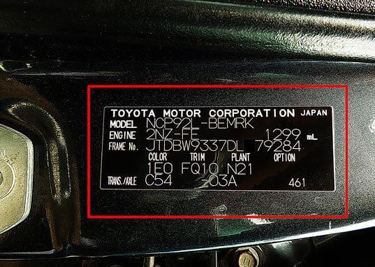 sticker fabricante yaris 2013